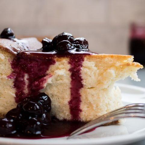 Cheesecake with blueberry sauce